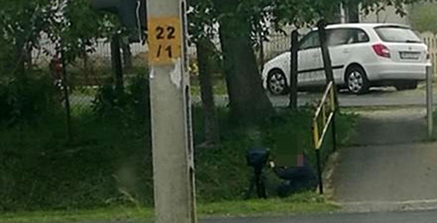 Árokból trafipaxozott a rendőr